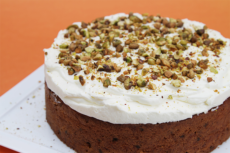 Carrot-cake-with-currants-and-ginger-crème-fraîche-Chantilly-by-foodandstyle